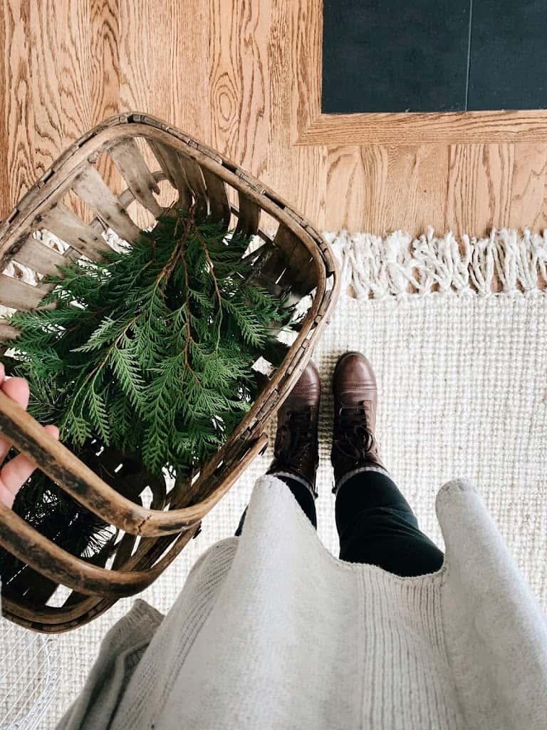 Homemaking | Christmas Mantle Foraging