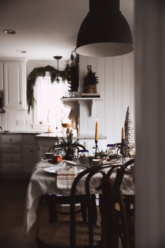 Christmas Table Settings and Thrifty Tablescape Ideas