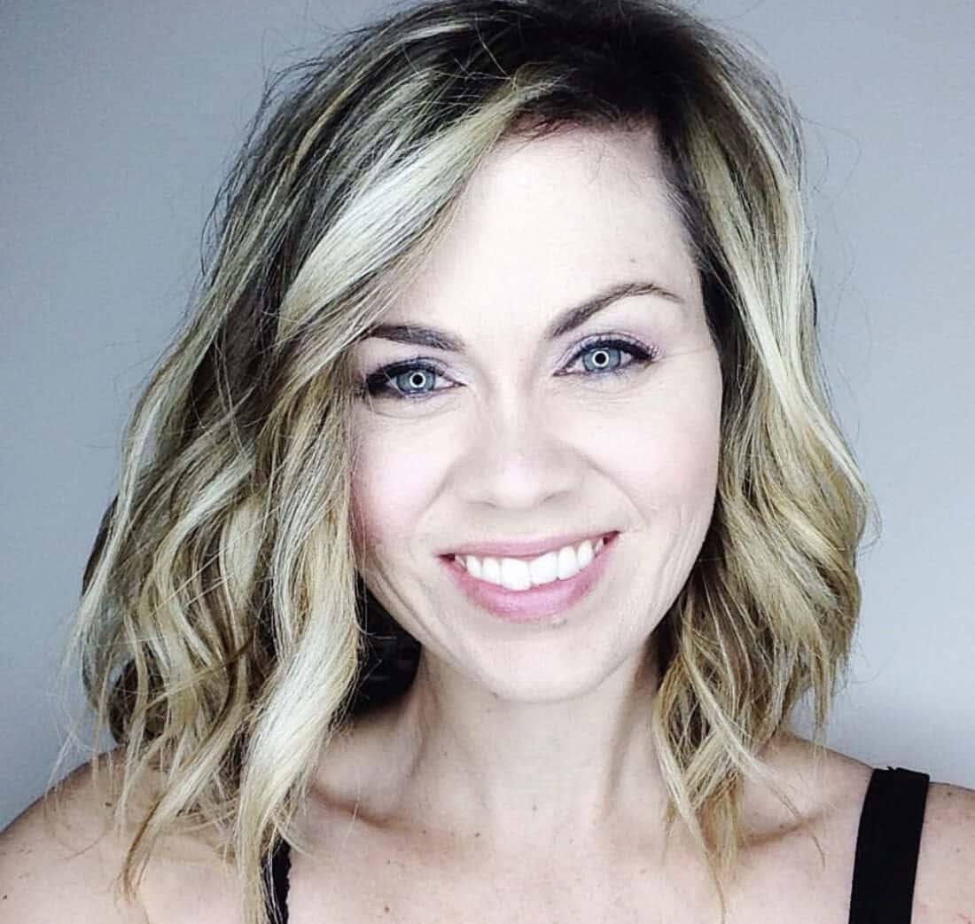 selfie of a homemaker in root pretty makeup