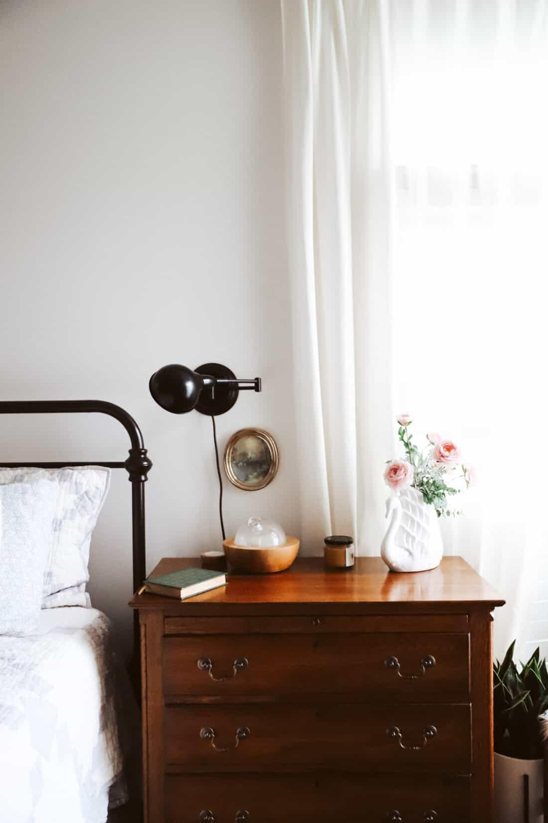 aria diffuser in bedroom on nightstand