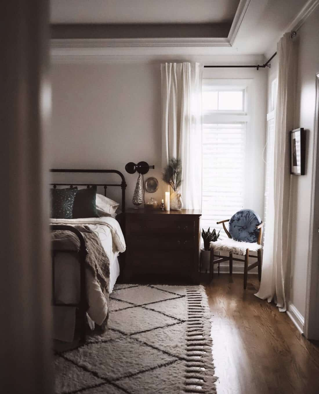 hand knotted wool rug with tassels in a master bedroom