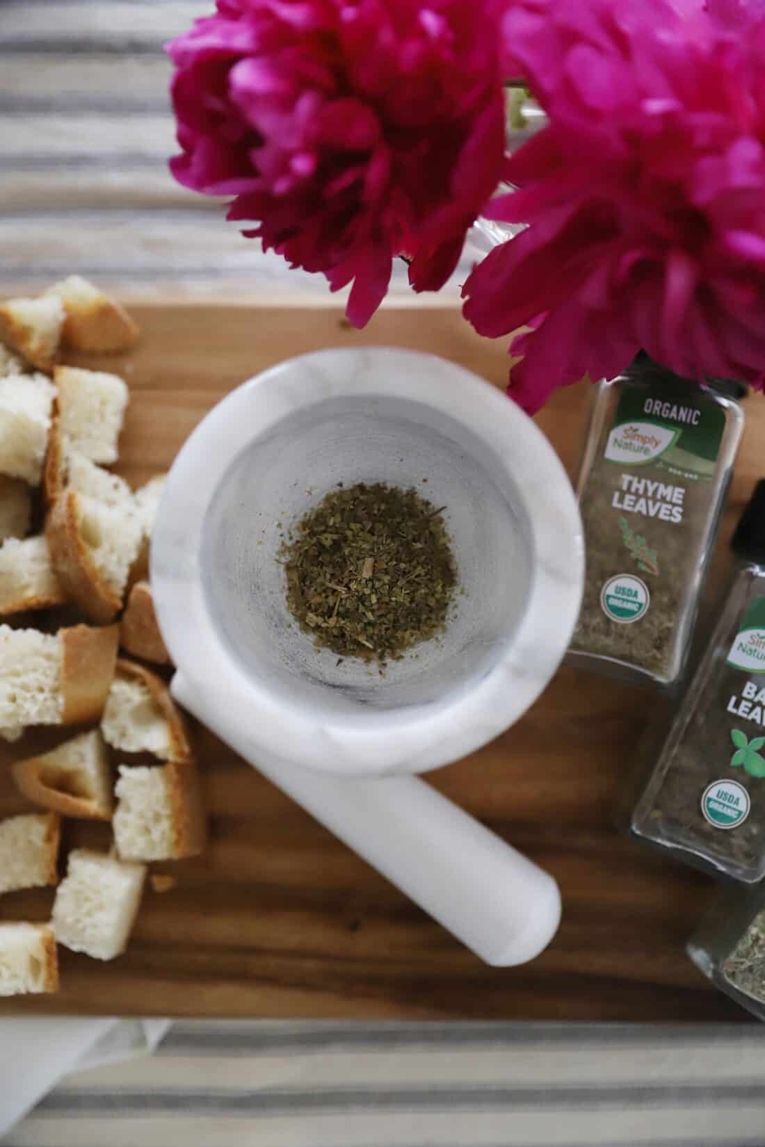 easy sourdough italian croutons from scratch sliced bread and seasonings