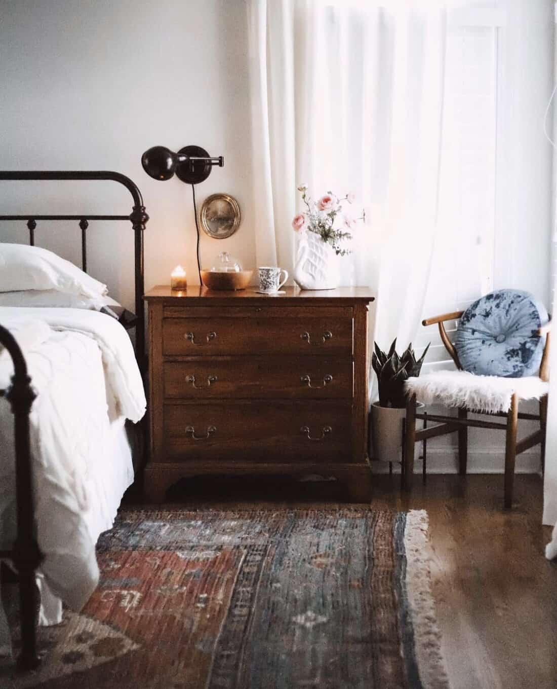 vintage style rug in a master bedroom